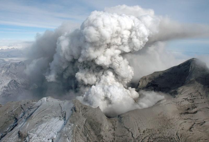r09 1238558010 800x546 Извержение вулкана на Аляске