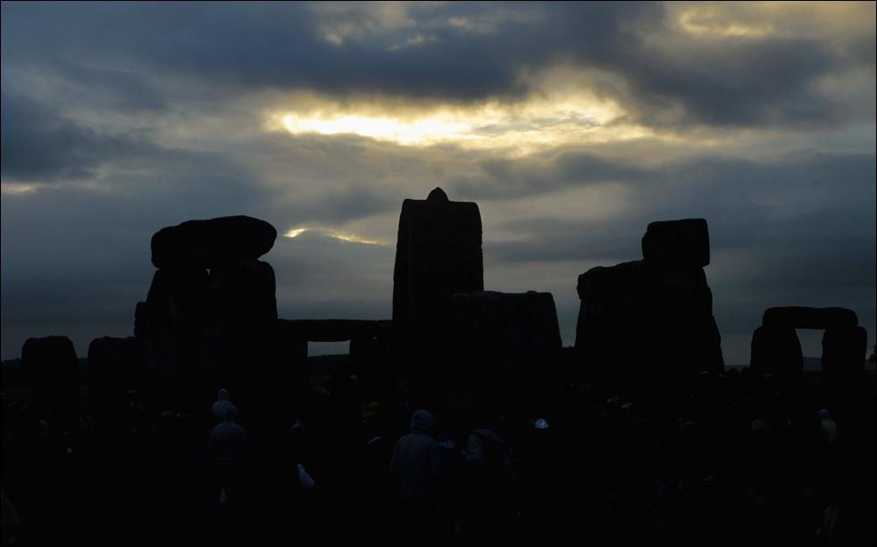 Пасмурное небо над Стоунхеджем во время празднования летнего солнцестояния 21 июня 2009 (Getty Images / Matt Cardy)