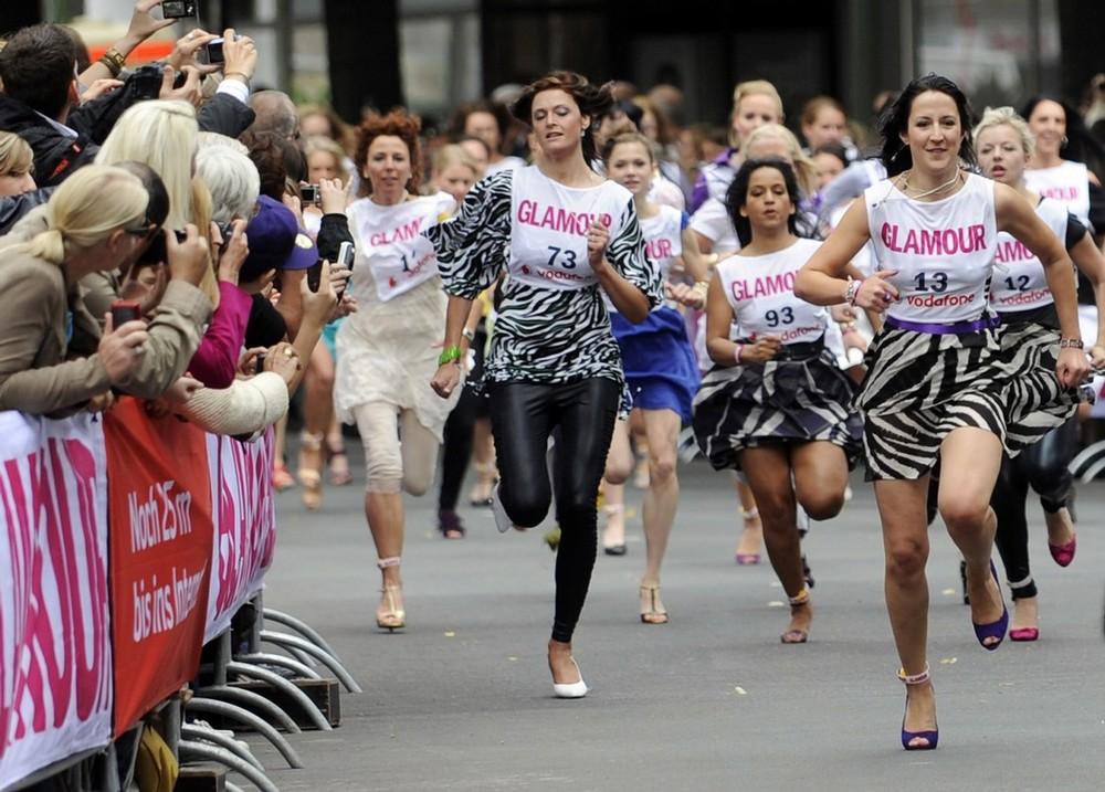 5) Участницы забега соревновались за главный приз – подарочный сертификат на сумму 10 тысяч евро. (BERTHOLD STADLER/AFP/Getty Images)