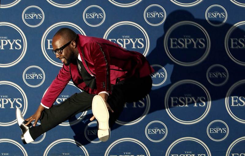 7) Музыкант Вайклеф Джин (Wyclef Jean) позирует фотографам за кулисами на церемонии вручения награды ESPY (вручение наград за выдающиеся успехи в спортивной деятельности и достижениях) в Лос-Анджелесе. (Matt Sayles/Associated Press)