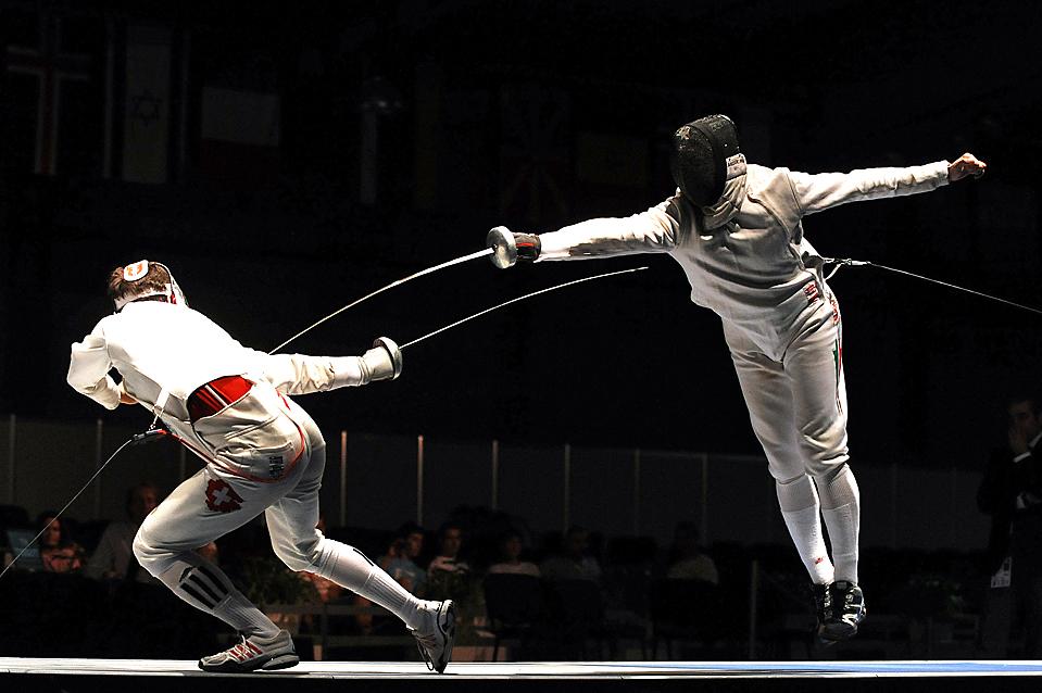 ) Габор Боско (Gabor Boczko), справа, выступает против Макса Хайнзера (Max Heinzer) на европейском чемпионате по фехтованию в Пловдиве, Болгария. (Dimitar Dilkoff/Agence France-Presse/Getty Images)