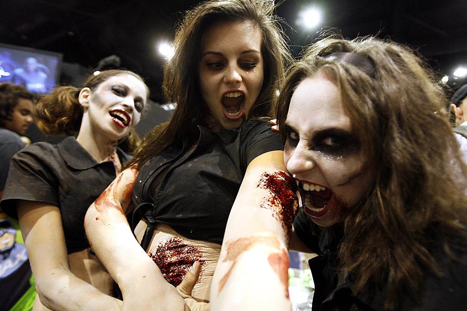 15) Участницы 40-го ежегодного фестиваля «Comic-Con» в Сан-Диего. (Mario Anzuoni/Reuters)