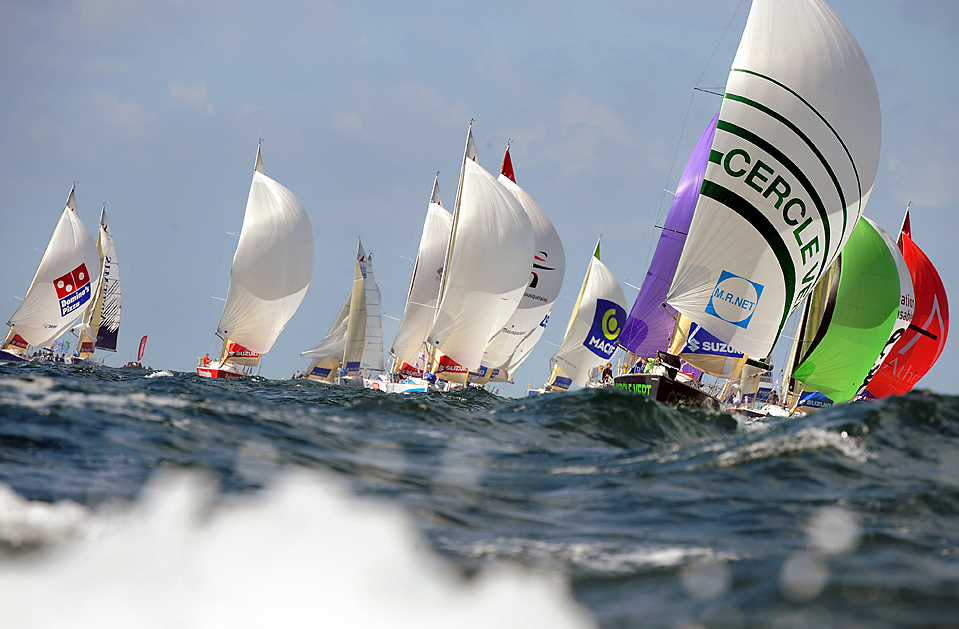 15) Монокорпусные лодки стартовали в регате «Solitaire du Figaro» из порта Лориент, Франция. Официальная регата стартует в четверг. (Marcel Mochet/Agence France-Presse/Getty Images)