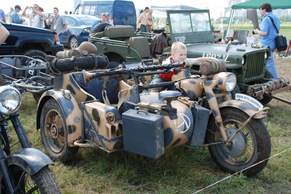 13) Отдельная секция, где была представлена восстановленная мототехника участвующая в военных действиях
