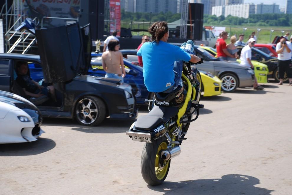 18) Одним из самых захватывающих зрелищ были мототрюки от Moscow Stunt Crew