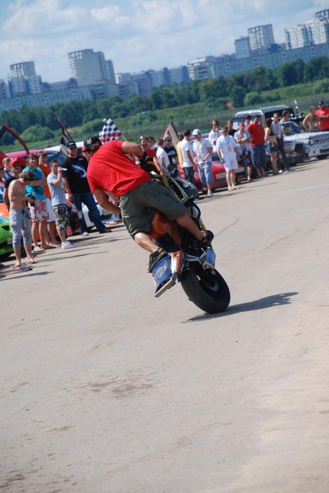 Одним из самых захватывающих зрелищ были мототрюки от Moscow Stunt Crew