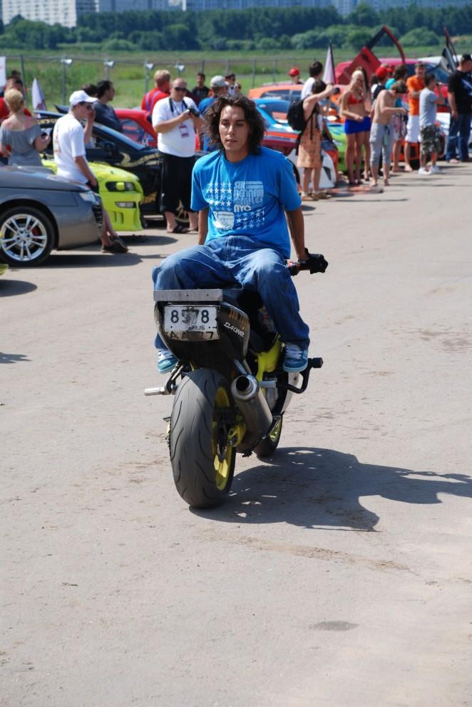 21) Одним из самых захватывающих зрелищ были мототрюки от Moscow Stunt Crew