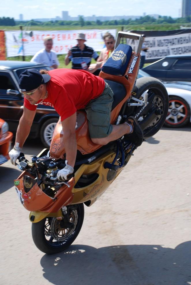 22) Одним из самых захватывающих зрелищ были мототрюки от Moscow Stunt Crew