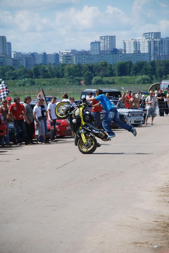 23) Одним из самых захватывающих зрелищ были мототрюки от Moscow Stunt Crew