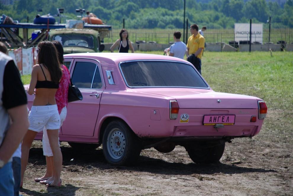 3) Этот розовый «Ангел» разъезжал по территории АвтоЭкзотики.
