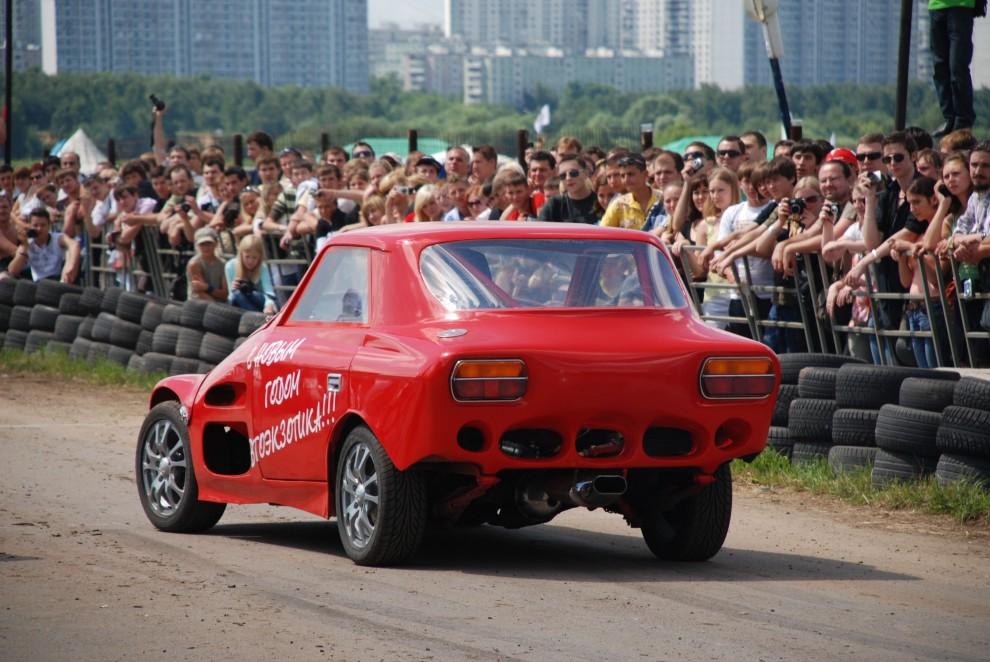 4) Переделанный ИЖ-Комби - Постоянный участник всех АвтоЭкзотик, победитель соревнований по Стритрасингу в Москве
