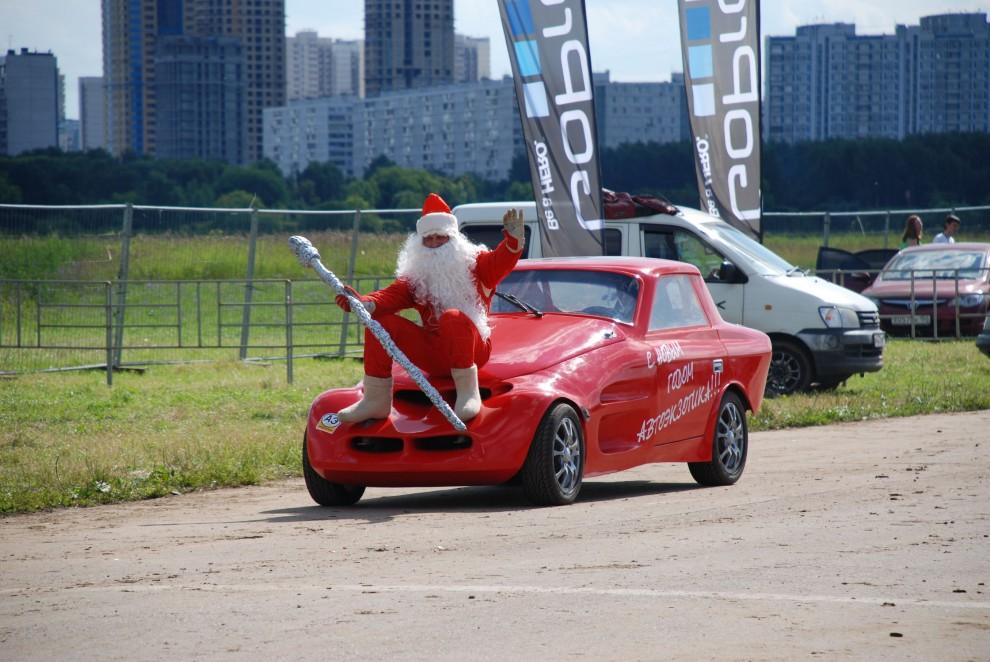 22) А тем временем стали съезжаться участники конкурса «Мистер АвтоЭкзотика 2009»
