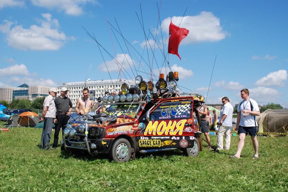 6) Завсегдатай автомобильных выставок – Легендарный Моня