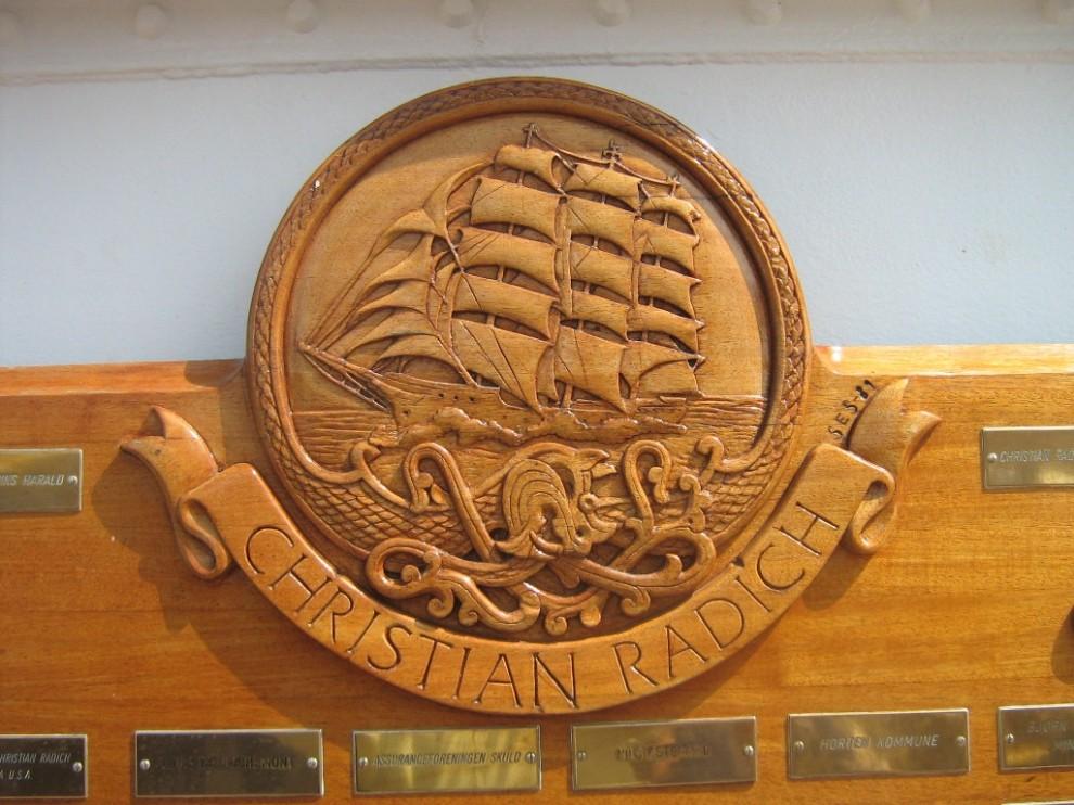 11) Этот парусник – постоянный участник Tall Ships' Races, и во многих случаях – победитель гонки в общем зачете.