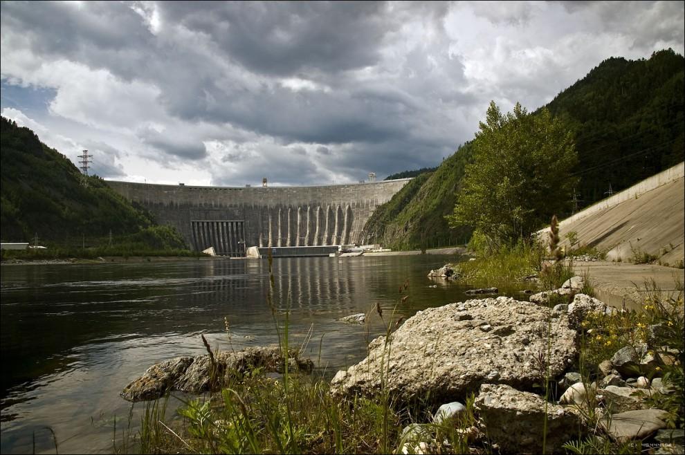 1) Вид на ГЭС от смотровой площадки.