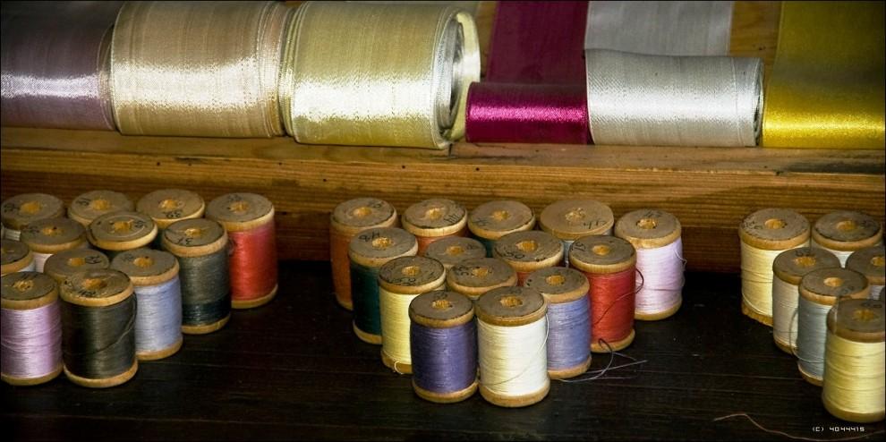12) При музее работают мастерские - гончарная, резьбы по дереву, швейная по пошиву театрального и народного костюма.