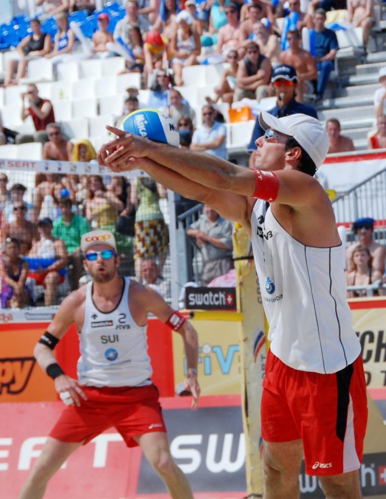 Соревнования по пляжному волейболу с каждым годом завоевывают все больше и больше почитателей среди любителей спорта.
