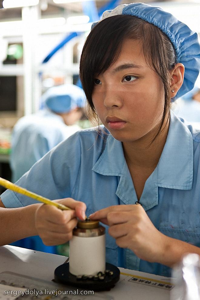 14) Как и на предыдущих заводах работницы ту довольно юного возраста.