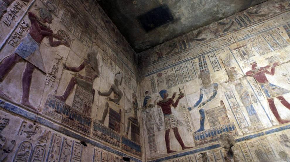 15) Стены Карнакского храма в Луксоре украшены изображениями фараонов. В течение 40 лет храмовый комплекс изучался и восстанавливался франко-египетской группой археологов. (Khaled Desouki/AFP - Getty Images)