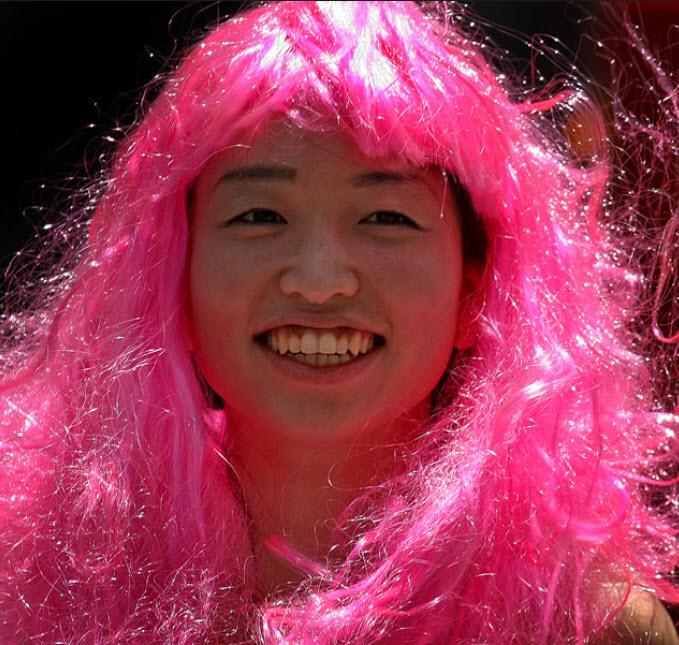 16 Весь в розовом Мамико Куно из Бостона едет на ежегодный бостонский гей-парад. (David L. Ryan/Globe Staff)