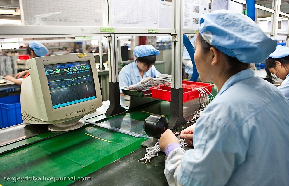 16) На этой линии делали наушники с гарнитурой для мобильных телефонов Samsung. Проверка работы микрофона.