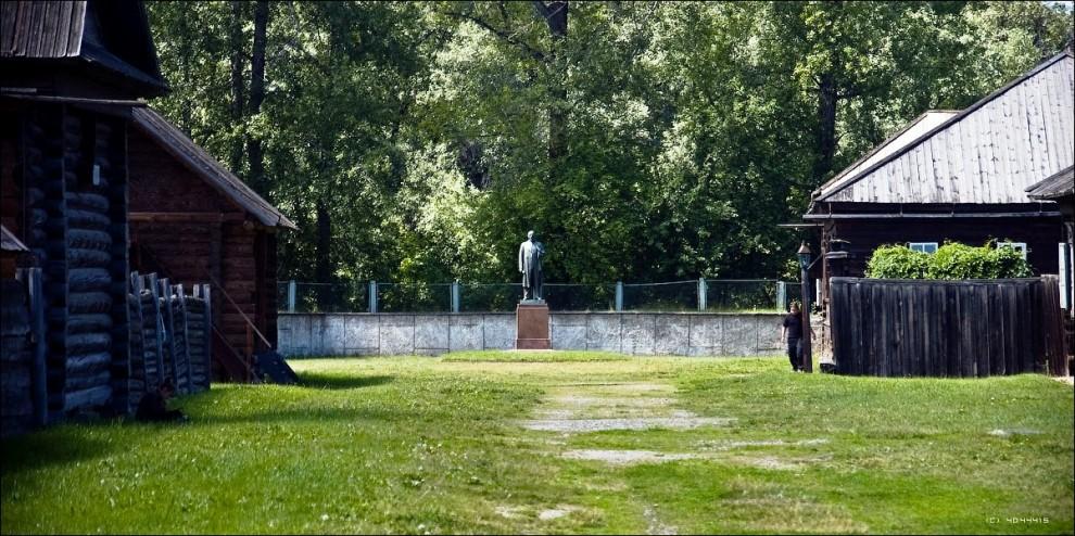 17) Завершается экскурсия у дома Ленина, в котором он жил другие 2 года своей ссылки.