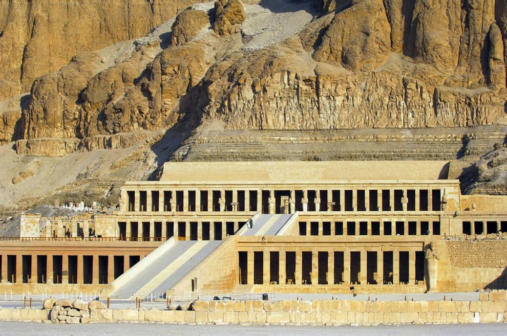 17) Храм царицы Хатшепсут, расположенный в Луксоре, построен из известняка. Она стала 5-м фараоном из 18-й династии Древнего Египта и правила дольше, чем любая другая женщина египетской династии.  (Bertrand Rieger/Hemis.fr)