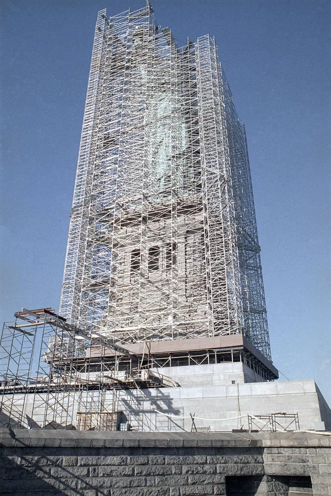 2009070d Статуя Свободы: прошлое и настоящее