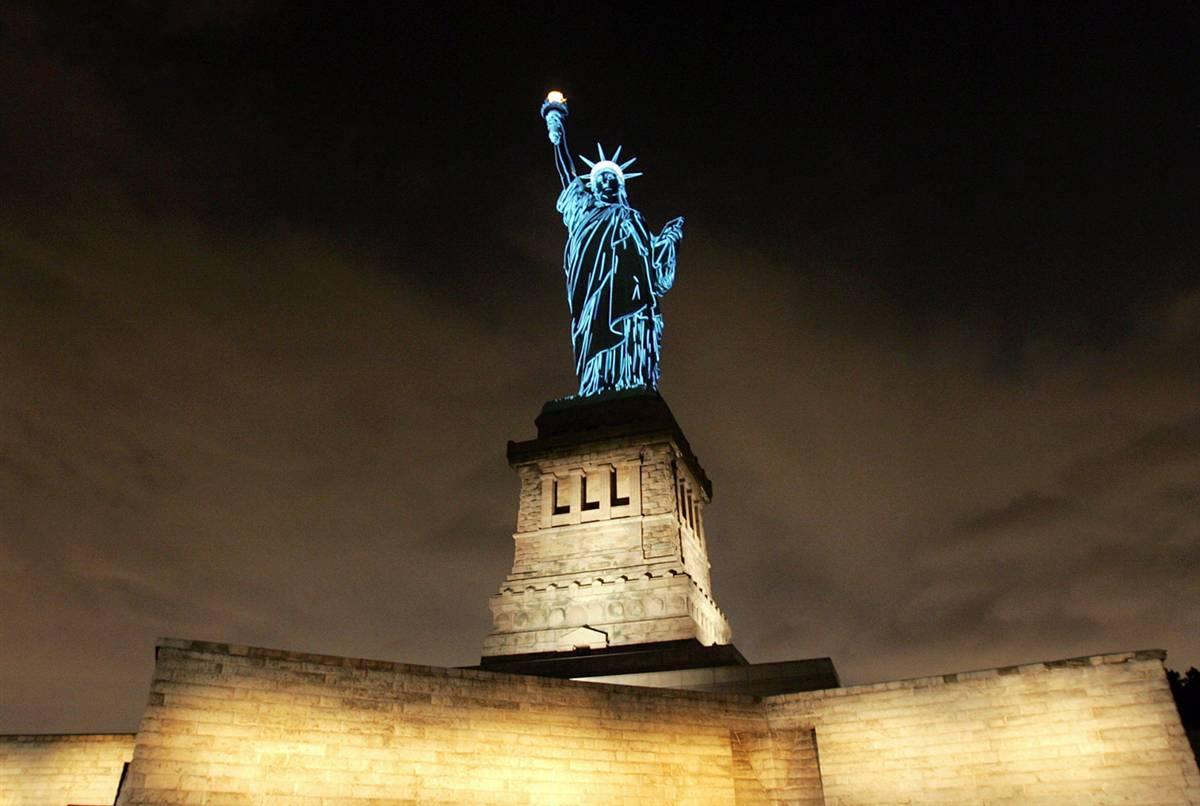 2009070g Статуя Свободы: прошлое и настоящее