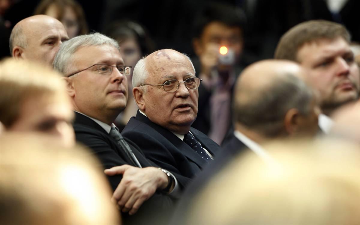 3) Михаил Горбачев во время выступления Барака Обамы в Новой Экономической Школе. Позже Обама и Горбачев встретились для «большой философской дискуссии». (Jason Reed/Reuters)