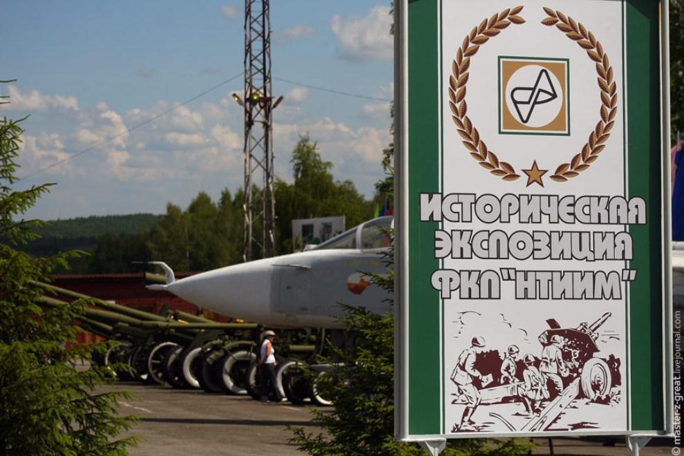 2) Сразу после прохода всех металло-бомбоискателей мы попадаем на территорию Исторической Экспозиции полигона.