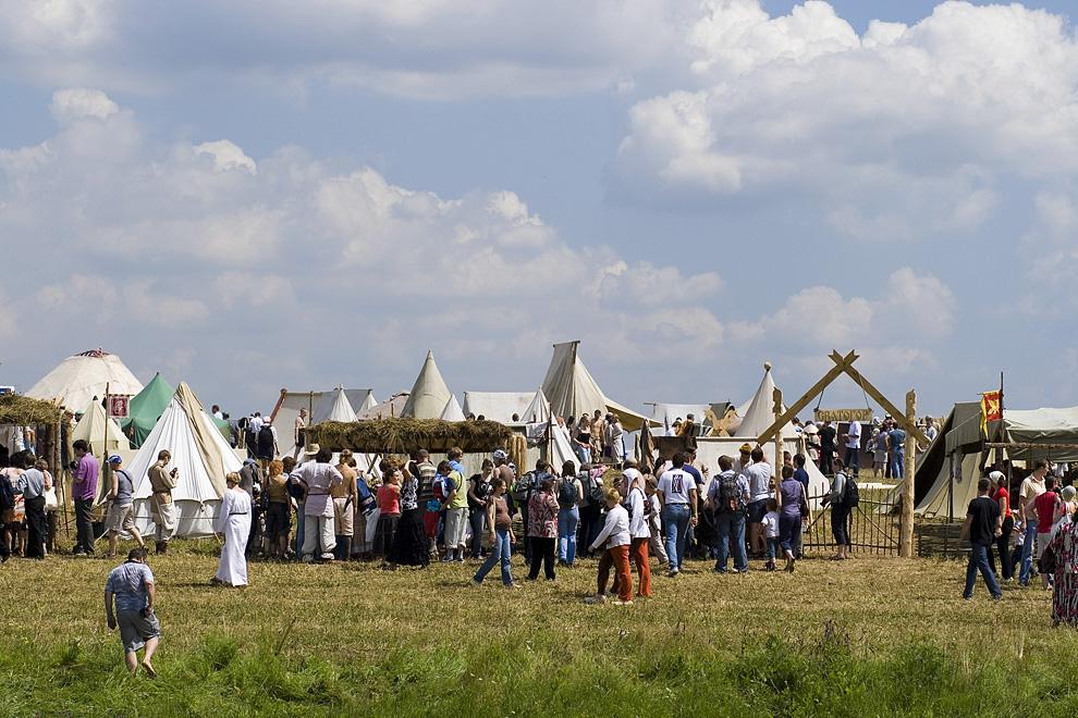 Общий вид фестиваля – древние жилища в виде шатров