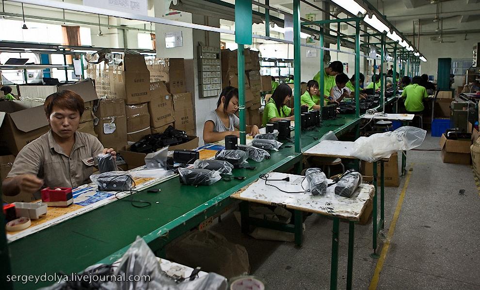 Следующая фабрика, представленная Вашему вниманию по производству компьютерных мышек. Фабрика по размеру была чуть больше школьного класса.