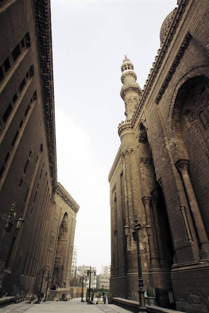 3) Достопримечательность Каира - ансамбль мечети-медресе султана Хасана. Мечеть была построена между 1356 и 1363 гг. н.э. в период правления мамлюков. Считается, что камни для ее строительства были взяты с одной из великих пирамид Гизы. (Marco Di Lauro/Getty Images)