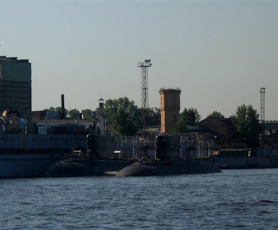 "26) А на другом берегу стоят в заводе две ""Варшавянки""."