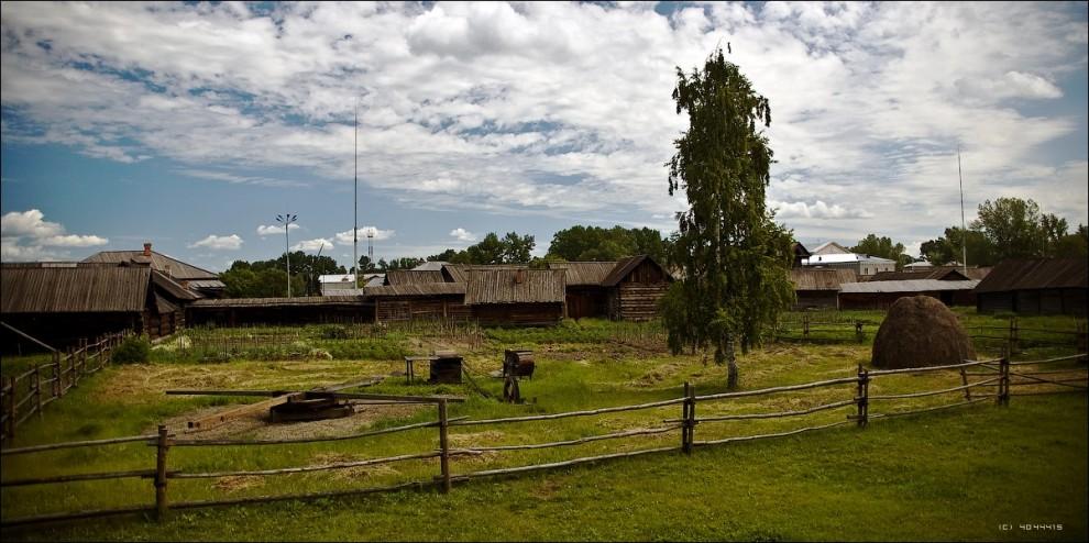 30) С исторической достоверностью реставрировано на месте 74% строений, перевезено из других мест - 18,5%, построено заново - 7,5%. При этом полностью сформированы комплексы 16 крестьянских усадеб разного имущественного положения.