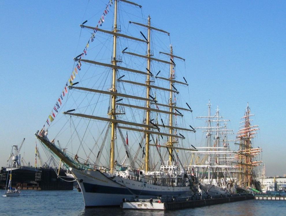 3) Учебное парусное судно МИР - действующий символ морского Санкт-Петербурга, носитель идеи международного сотрудничества портовых городов, посол Санкт-Петербурга в зарубежных странах.