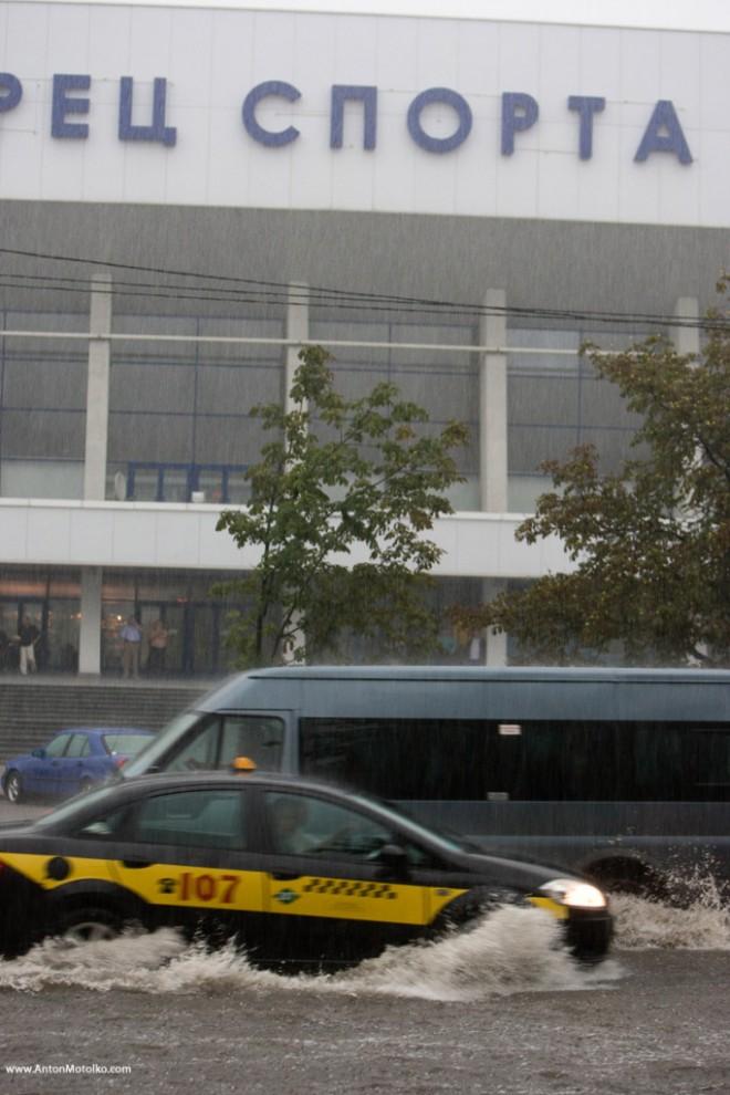 30) А вот бывшее Машерова между Дворцом Спорта и кинотеатром Москва.