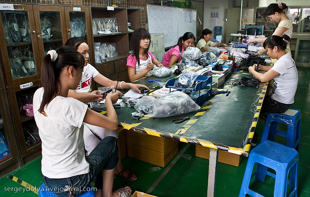 Перед началом производства все материалы тестируются специальной группой на предмет наличия вредных примесей и качества.