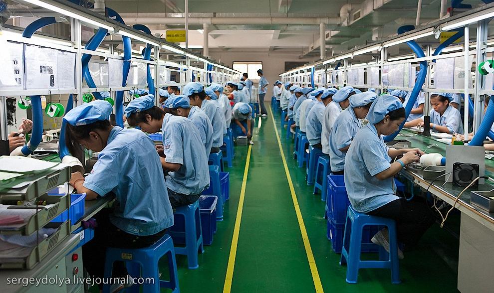 3) Завод занимает 5 больших зданий.
