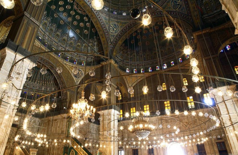 4) Мечеть Мухаммеда Али располагается в цитадели Каира и была построена по его  заказу между 1830 и 1848 гг. Эта турецкая мечеть стала самой большой мечетью, построенной в первой середине 19 в. Она была воздвигнута в честь Тузуна, сына Мухаммеда, умершего в 1816 году. (Gardel Bertrand/Hemis.fr)