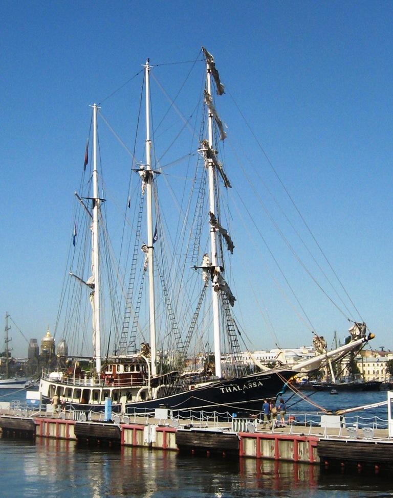 38) THALASSA была построена в 1980 году в Харлингене, Голландия, но, после того, как она затонула в 1985 году, ее купил Арнольд Хилькема и полностью ее перестроил. Корабль вновь спустился на воду в 1995 году.