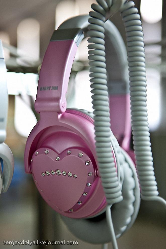 38) Для американского рынка они разрабатывают розовую модель со стразами от Сваровски.