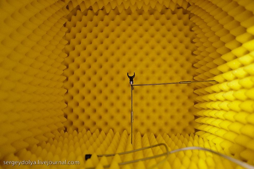 39) Для испытания чистоты звучания используется звуковой короб.