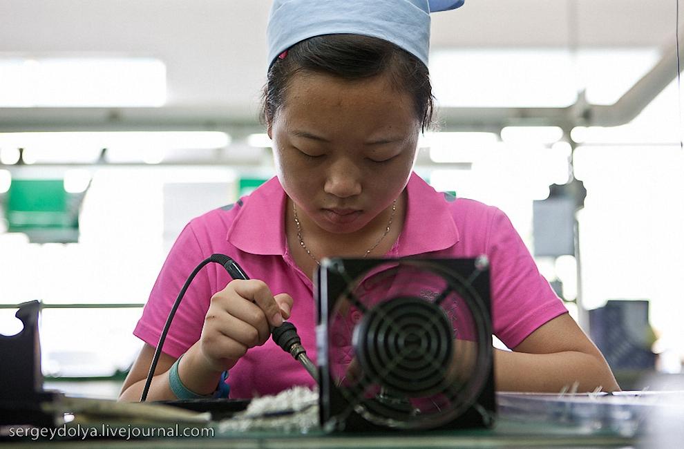 На фабриках делают качественную, дешевую продукцию для известнх брендов.
