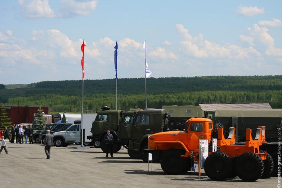 4) Главным гостем был конечно автомобиль Урал.