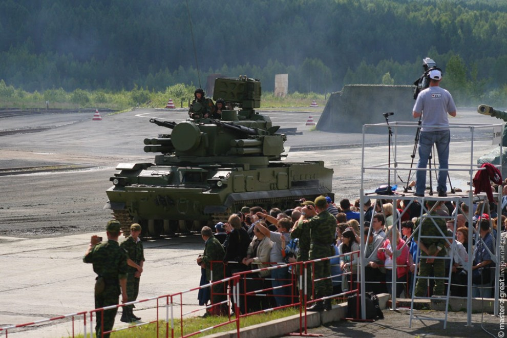46) Зенитный ракетный комплекс Тунгуска.