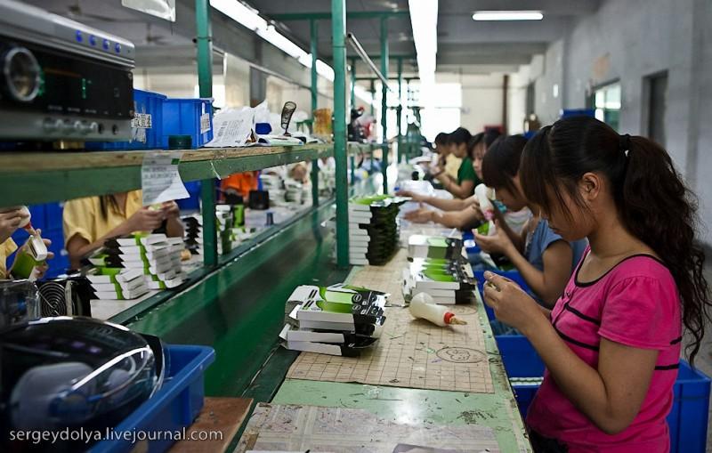Рабочие на китайских заводах