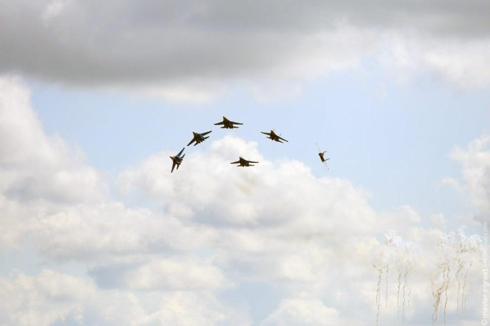 51) После отстрела ловушек железные птички бросаются в разные стороны.