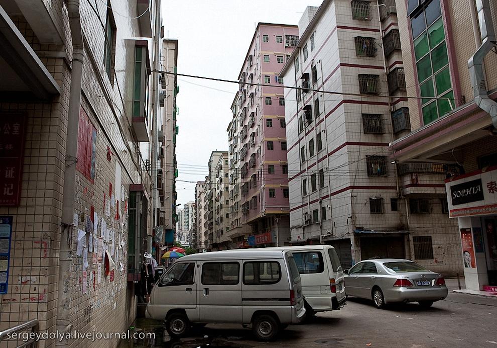56) Обычно они занимают несколько этажей в зданиях, расположенных в удручающих районах.